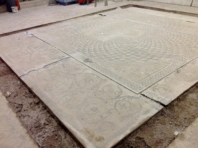 13 Mosaico suddiviso in zone trasportabbili
