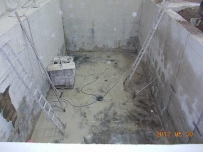 11 vasca liberata dalle 300 tonnellate di cemento
