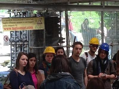 12 Pubblico visita gli scavi